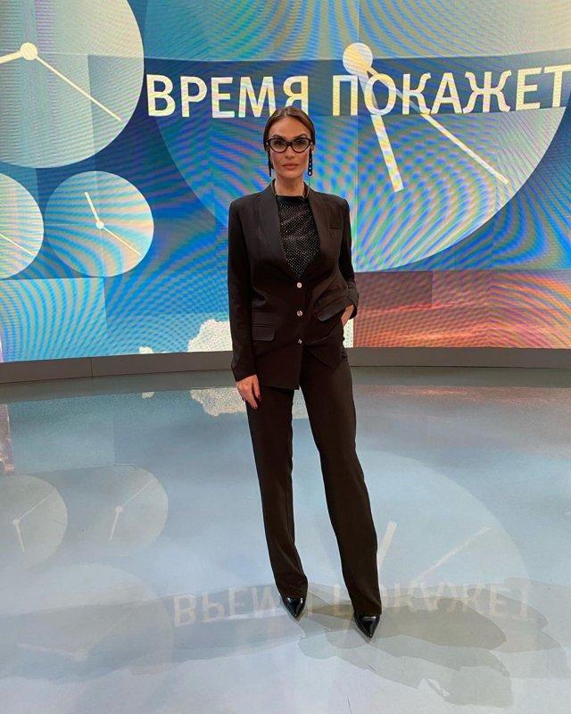 Алена Водонаева, критикующая маткапитал, назвала проститутками журналистов федеральных телеканалов