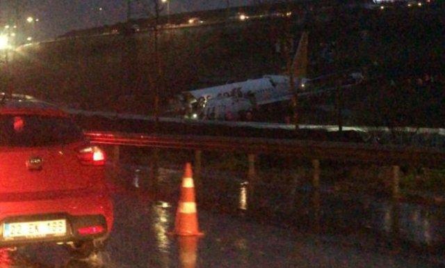 В Стамбуле потерпел крушение самолет