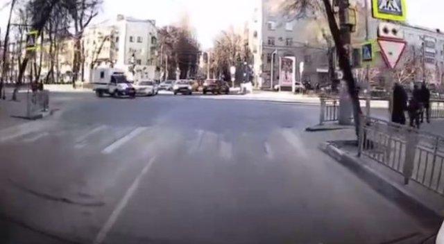 Подбил полицейский автомобиль