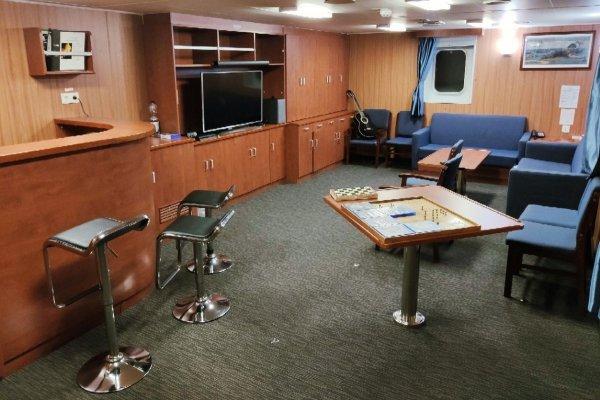 Моряк-блогер показал, как выглядит современное судно изнутри