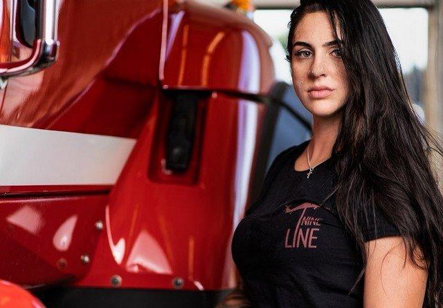 Пожарную Пресли Притчард уволили из-за слишком откровенного Instagram