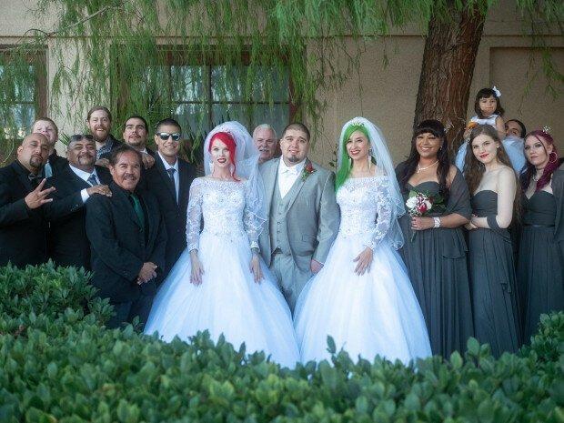 Американец женился сразу на двух девушках