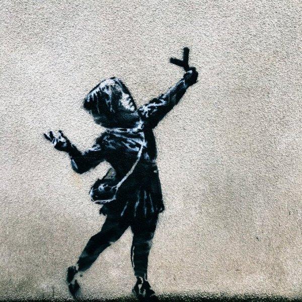 Неужели Бэнкси: в Великобритании появилось граффити в честь Дня святого Валентина