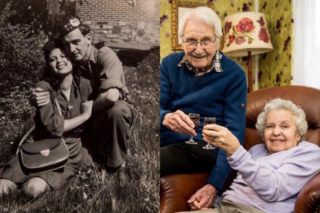 Пара в военное время сидит на траве и дома на диване