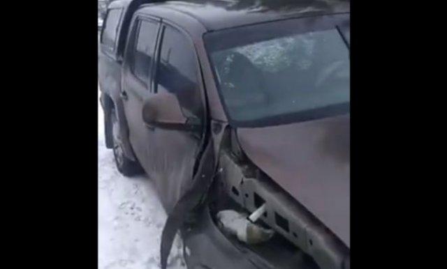 машину насквозь пробило отбойником