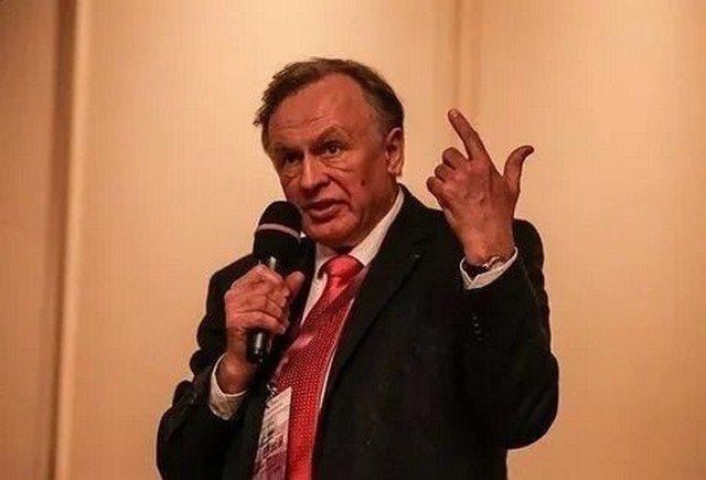 Олег Соколов читает лекцию в СПбГУ