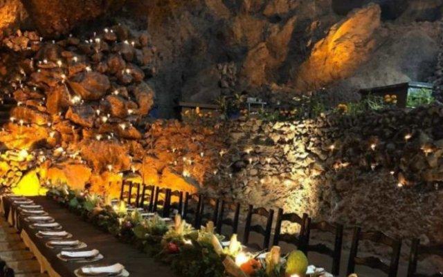 Ресторан, расположенный в древней пещере