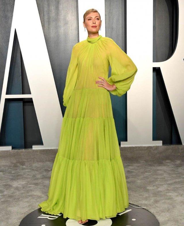Мария Шарапова на вечеринке в салатовом платье
