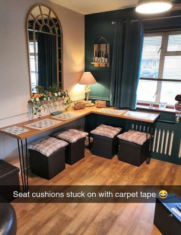 Угловой стол с пуфиками