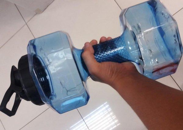 бутылка-гантель