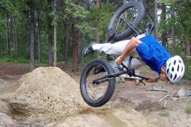Неудачный прыжок на велосипеде