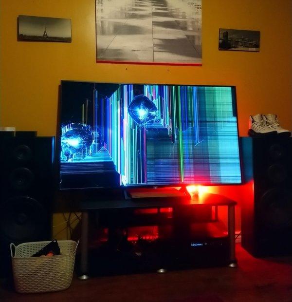 Разбитый телевизор