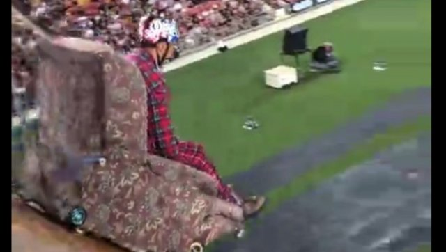 Прыжок с трамплина на кресле