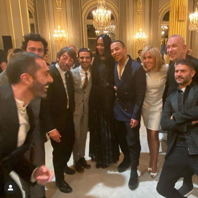 Брижит Макрон в белом платье с мировыми дизайнерами