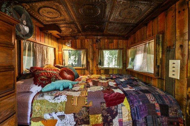 Пара переделала вагон поезда времен Второй Мировой войны в необычное жилье