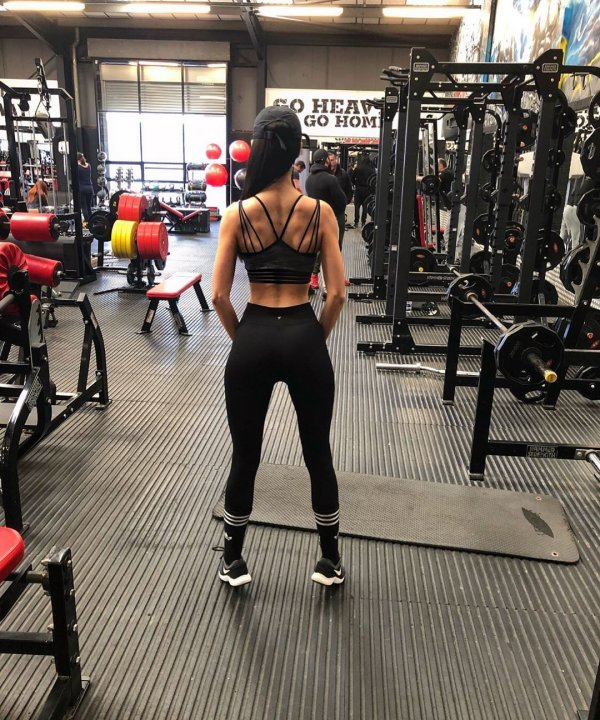 Ребекка Алдам в спортзале