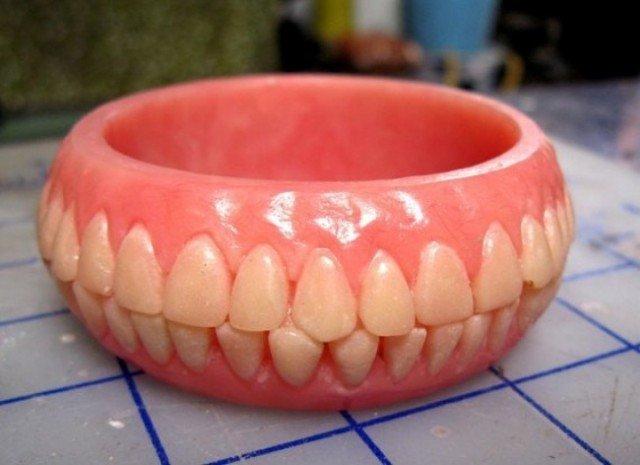 браслет в виде челюсти