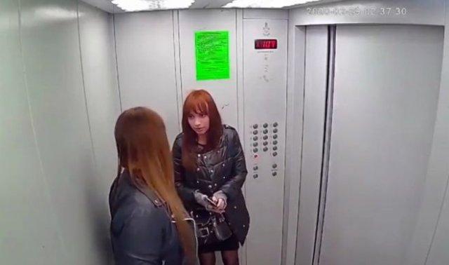 Дознаватель полиции и сотрудница суда напились и испортили лифт