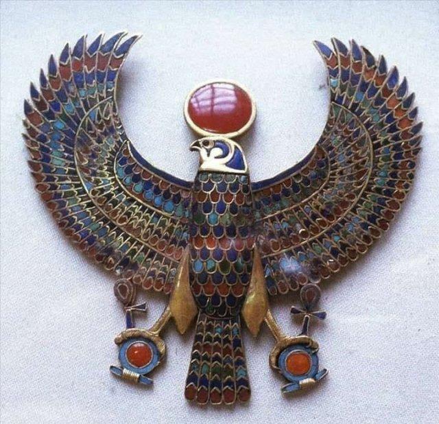 Украшение из гробницы Тутанхамона