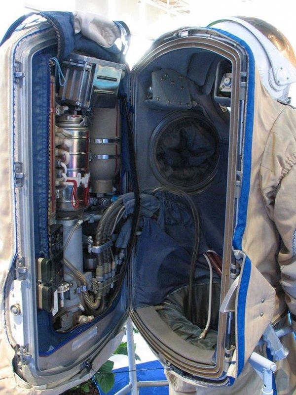 Hogyan néz ki az űrhajós űrruhája belül?