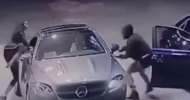девушка защитила машину от угонщиков
