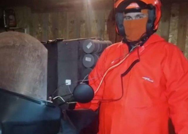 Парень сделал из старого мотоцикла дом на колесах и рванул за полярный круг