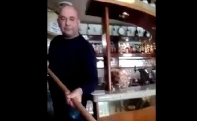 Вот так в итальянских кафе приходится выдавать заказы
