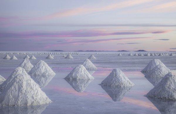 Высохшее соленое озеро в Боливии