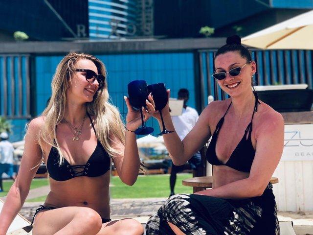 Анастасия Бавыкина с подругой на отдыхе