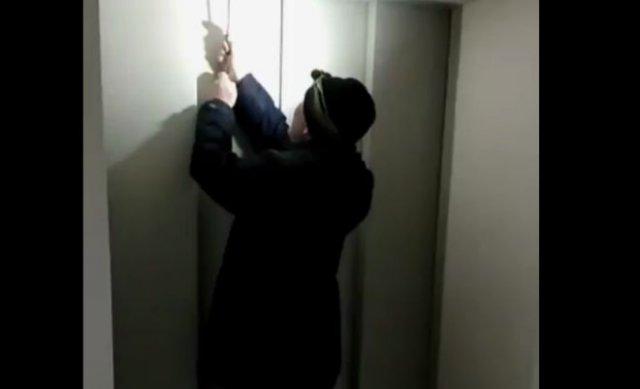 Врио губернатора пришел проверять ремонт в больнице и застрял в лифте