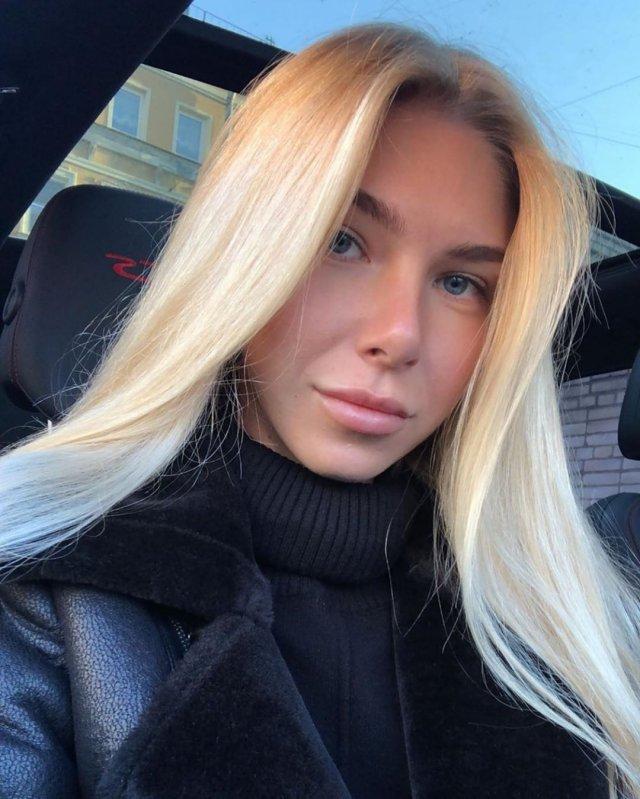 Ксения Кондратьева (Anjelica) в черной одежде с распущенными волосами
