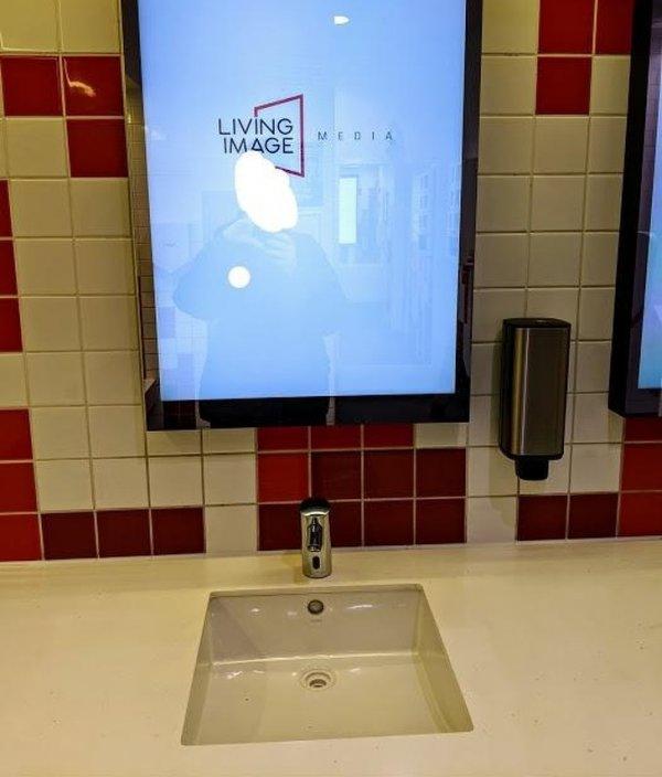 Рекламы много не бывает, кому нужны зеркала в туалете?
