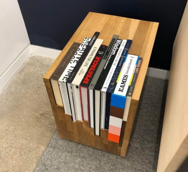 Столик разработан специально для этих книг