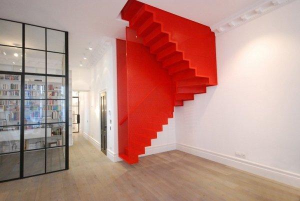 Интересный способ обыграть лестницу