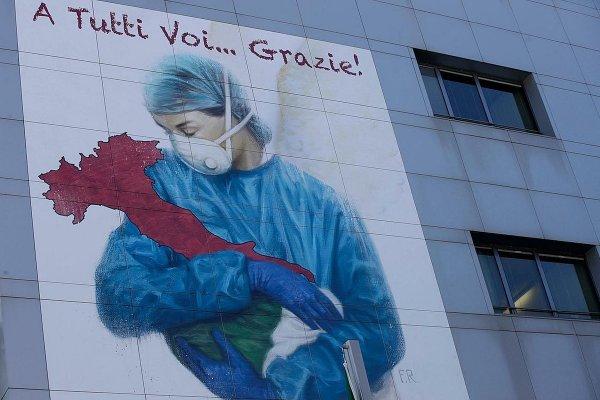 Мурал Франко Риволли на итальянской больнице
