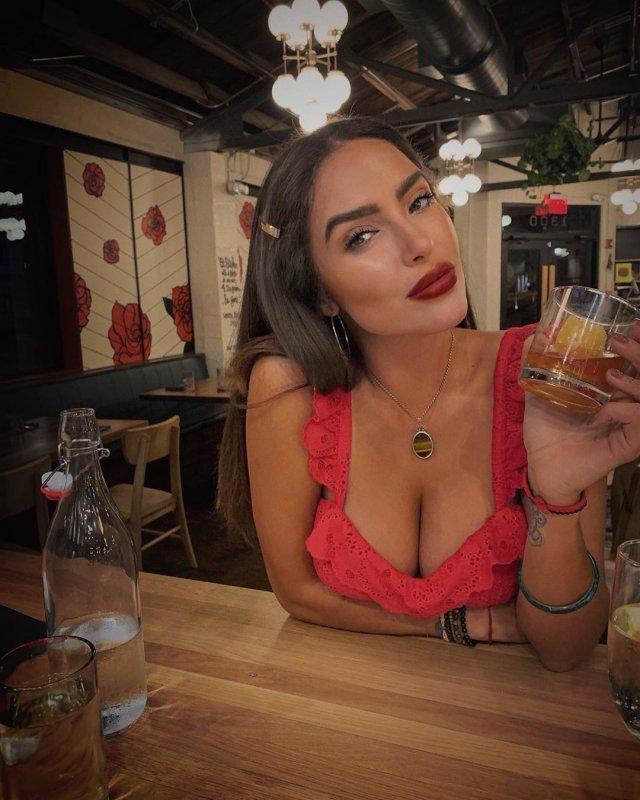 Модель Playboy Лора Драммис