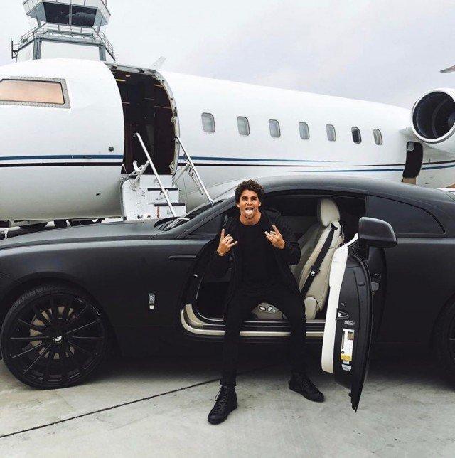"""Богатые детишки показывают в Instagram, как проводят время """"на карантине"""""""