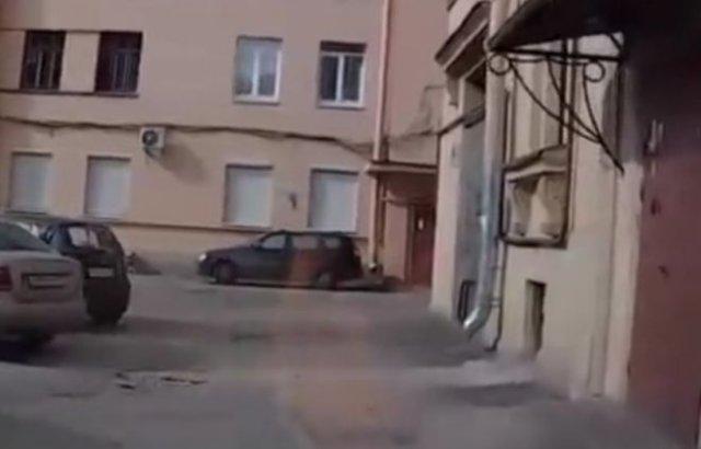 автоледи устроила аварию на ровном месте