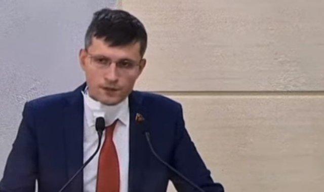 Депутат от КПРФ Павел Тарасов жестко прошелся по мерам, принимаемым для борьбы с пандемией