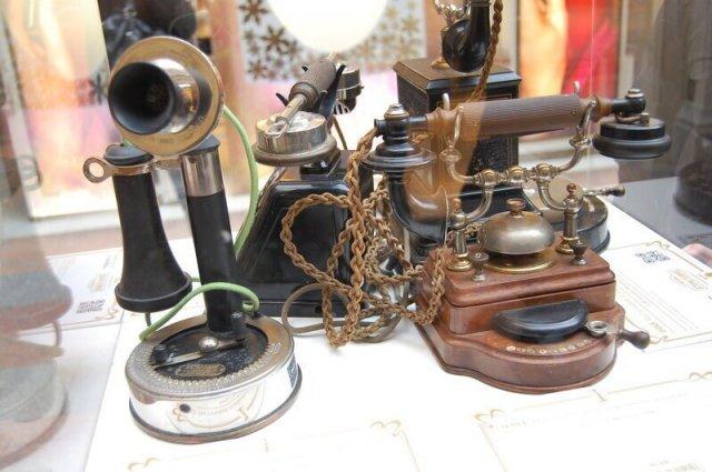 Первые телефонные аппараты