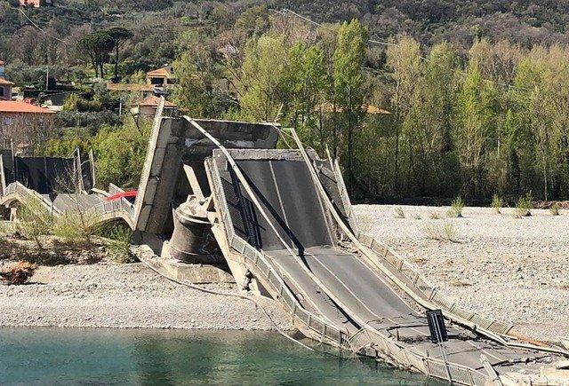 В городе Аулла на севере Италии обрушился 260-метровый мост
