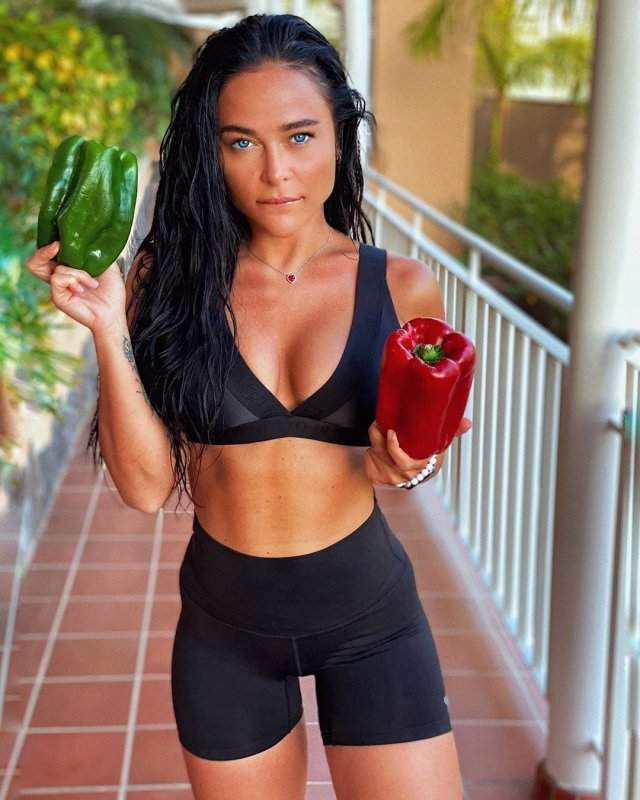 Виктория Суранович - украинская Мисс Maxim, застравшая на Бали из-за коронавируса