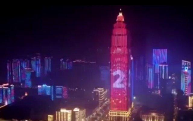 Власти Ухани устроили эффектное световое шоу после окончания карантина