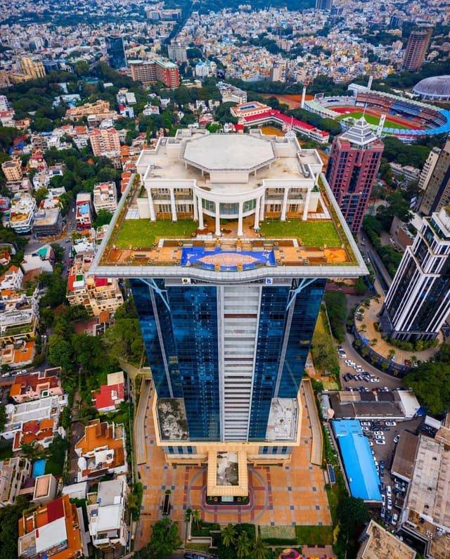 Дом на крыше, построенный для индийского миллиардера
