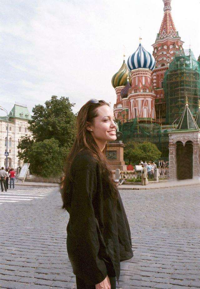 Анджелина Джоли на Красной площади в Москве, 2003