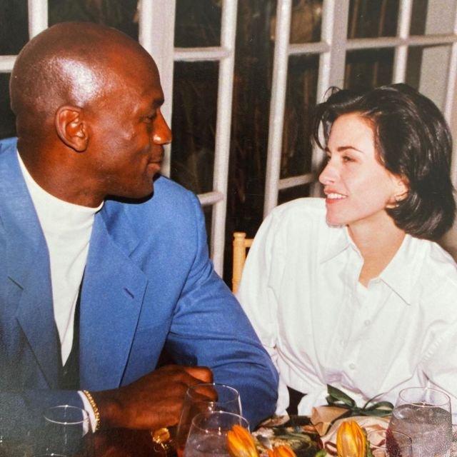Майкл Джордан и Кортни Кокс на праздничном ужине, 1995
