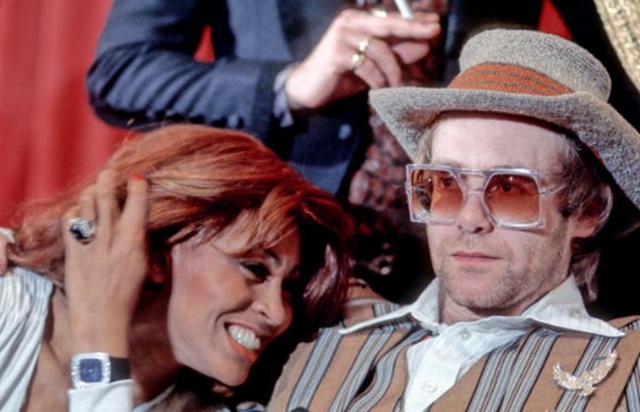 Тина Тернер и Элтон Джон на пресс-конференции, посвященной рок-опере «Томми», 1975