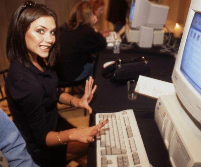 Виктория Бекхэм в офисе, 90-е