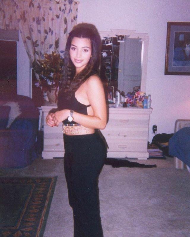Ким Кардашьян у себя дома, конец 90-х