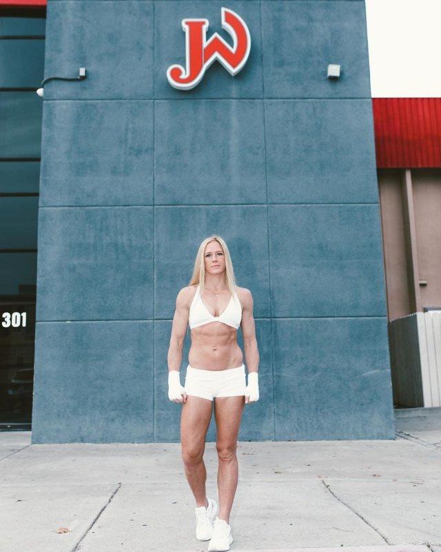 Экс-чемпионка UFC Холли Холм